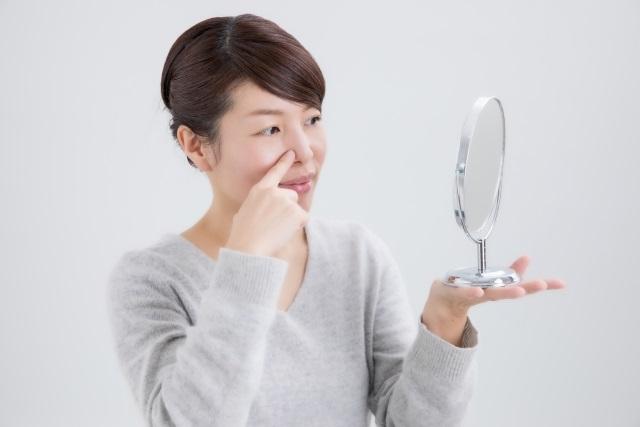 鼻の毛穴が気になる女性