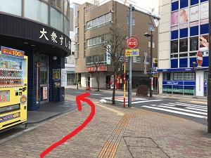道順でファミリーマートから左に曲がる